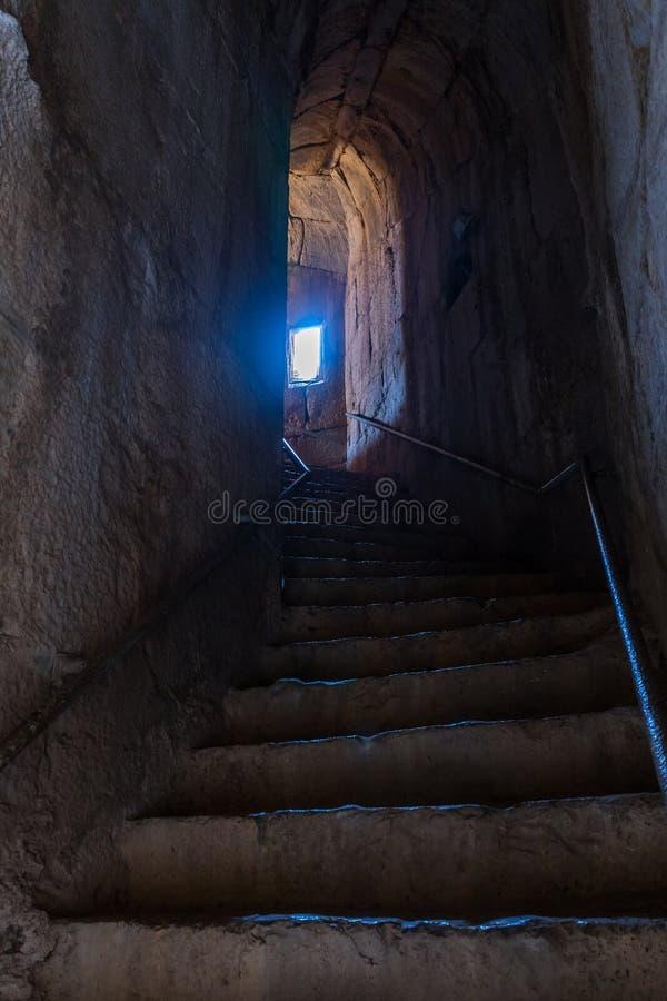 Le tunnel menant à partir d'une entrée secrète à l'entrée du nord-est à Nimrod Fortress situé dans la Galilée supérieure dans le  photographie stock libre de droits