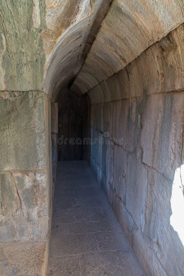 Le tunnel menant à une entrée secrète à partir de l'entrée du nord-est à Nimrod Fortress situé dans la Galilée supérieure dans le photos stock