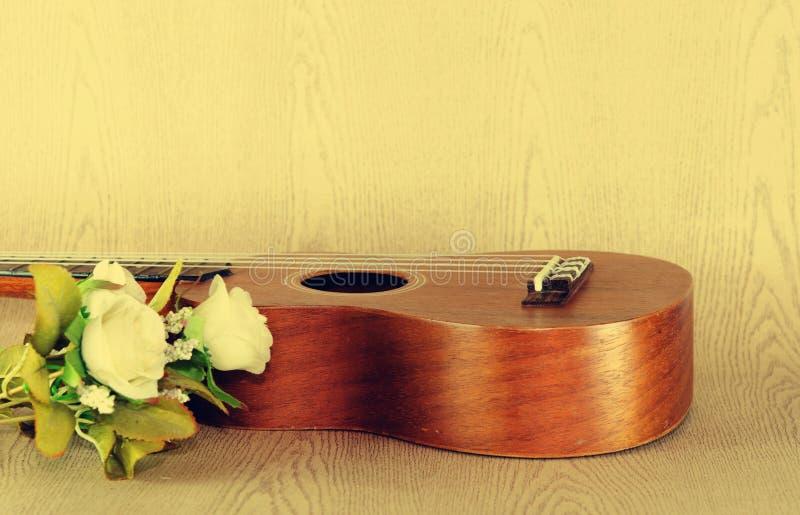 Le ukulele sono aumentato fotografie stock libere da diritti