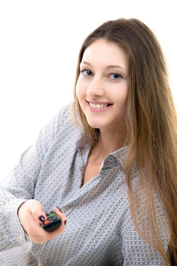 Le växlingkanaler för tonårs- flicka på tv arkivbilder