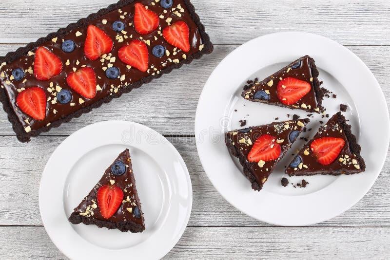 Le végétarien savoureux aucun font la tarte cuire au four de chocolat photographie stock