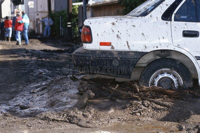 Le véhicule a collé dans la boue image libre de droits