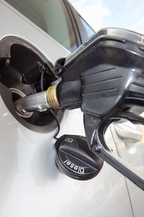 Le véhicule réapprovisionnent en combustible images stock