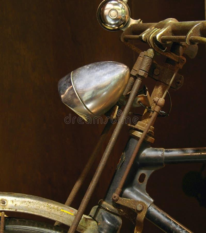 Le vélo du vieux fermier rouillé photographie stock