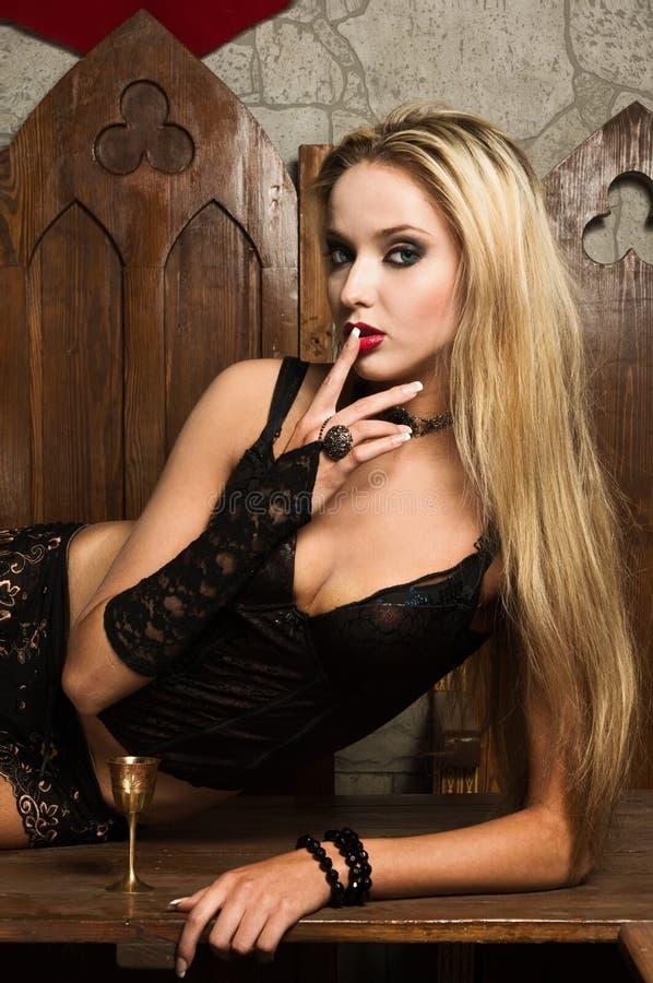 Le vamp très joli de femme photo stock