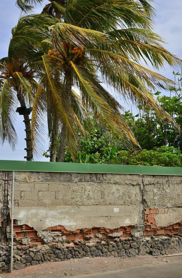 Le Vauclin; Martinique, Frankreich - 25. August 2015: alte Wand lizenzfreies stockbild