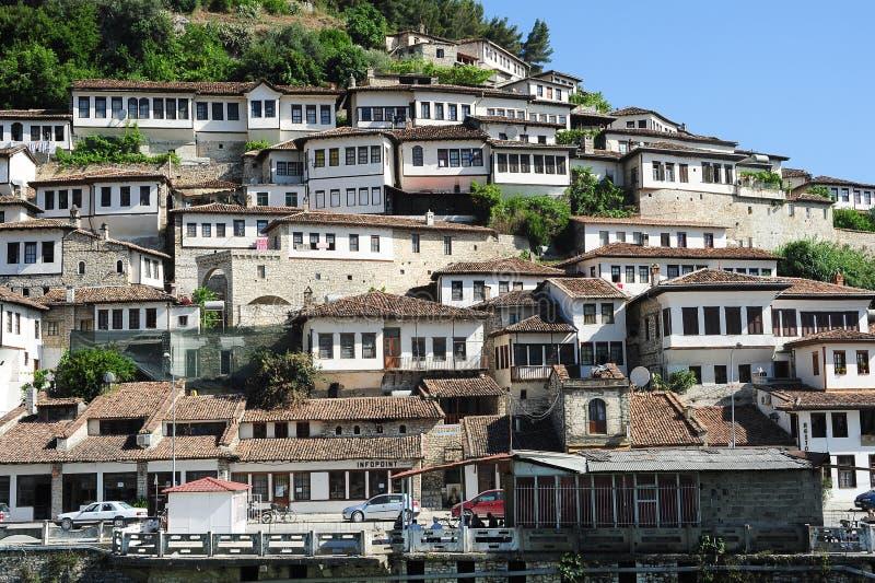 Le vecchie case di berat sull 39 albania fotografia for Due case di tronchi storia