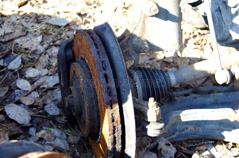 Le vecchie parti dell'auto usata si chiudono su fotografie stock libere da diritti