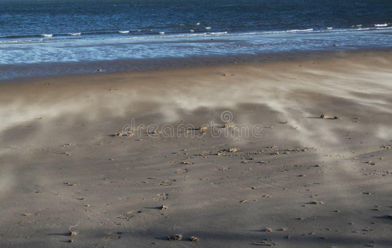 Le vent a balayé la plage, Norfolk, Angleterre image stock