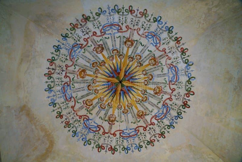 Le vent s'est levé peint sur le plafond du château de Masino photographie stock libre de droits