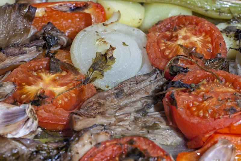 Le verdure accompagnanti già sono state cucinate un piccolo fotografia stock libera da diritti