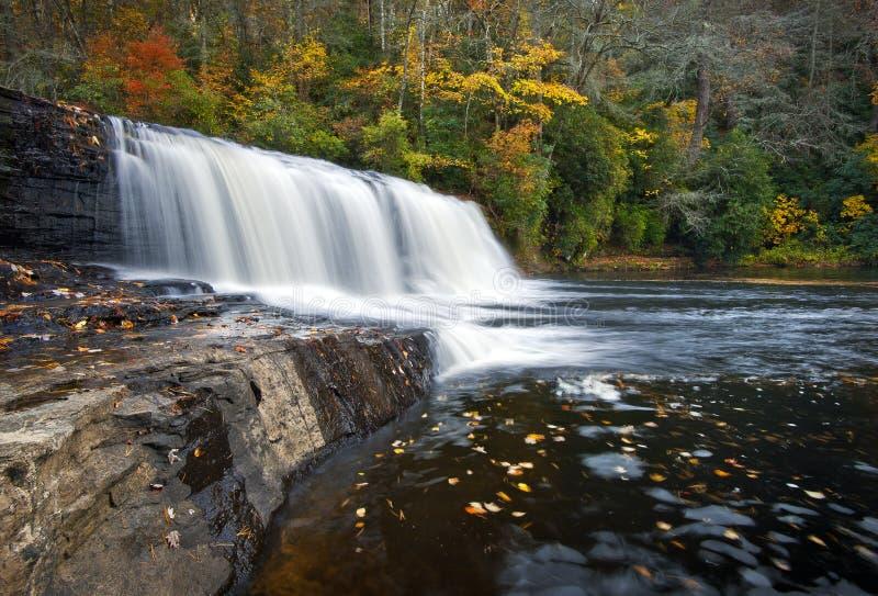 Le verre tombe stationnement d'état de Dupont de cascades à écriture ligne par ligne d'automne image stock