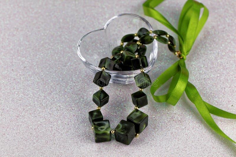 Le vert lapide le collier photographie stock libre de droits