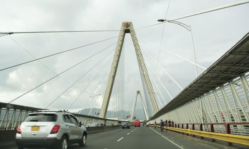 Le viaduc de César Gaviria Trujillo est un enchaînement câble-resté de pont image stock