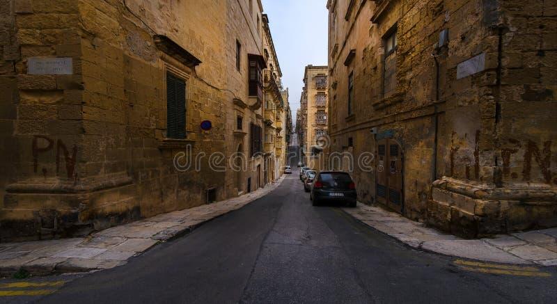 Le vie di vecchia città di La Valletta Città maltesi malta immagini stock libere da diritti
