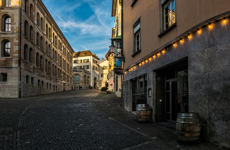 Le vie di vecchia città di Zurigo switzerland fotografia stock libera da diritti