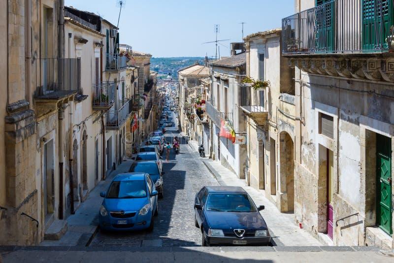 Le vie particolari di Noto in Sicilia sono stretto e bloccato immagini stock libere da diritti