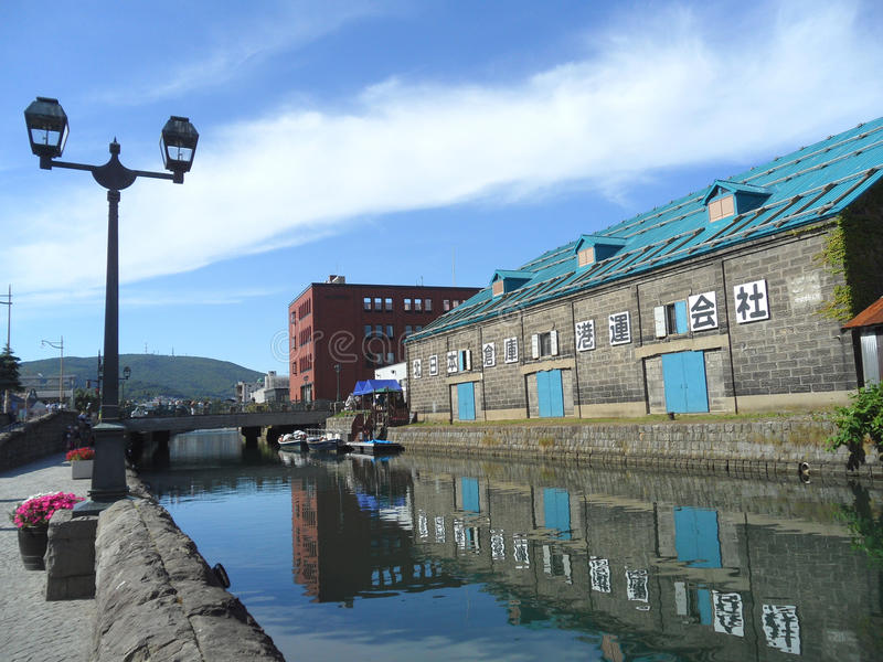 Le vieil entrepôt le long du canal d'Otaru, point de repère de ville d'Otaru au Japon photographie stock libre de droits