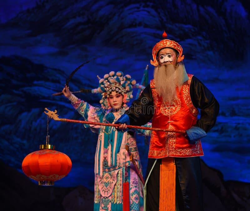 """Le vieil homme avec les généraux de femmes de Pékin Opera"""" de lampe du  de € de Yang Familyâ photographie stock libre de droits"""