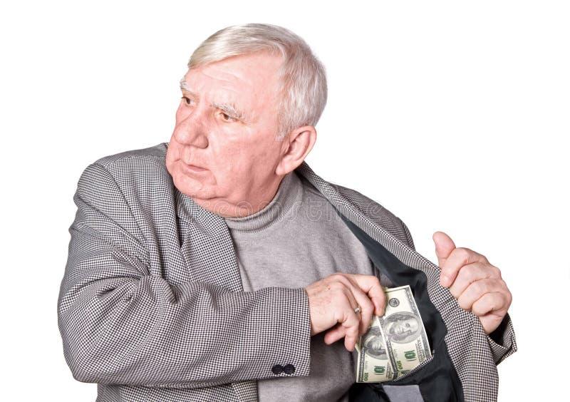 Le vieil homme met l'argent photo libre de droits