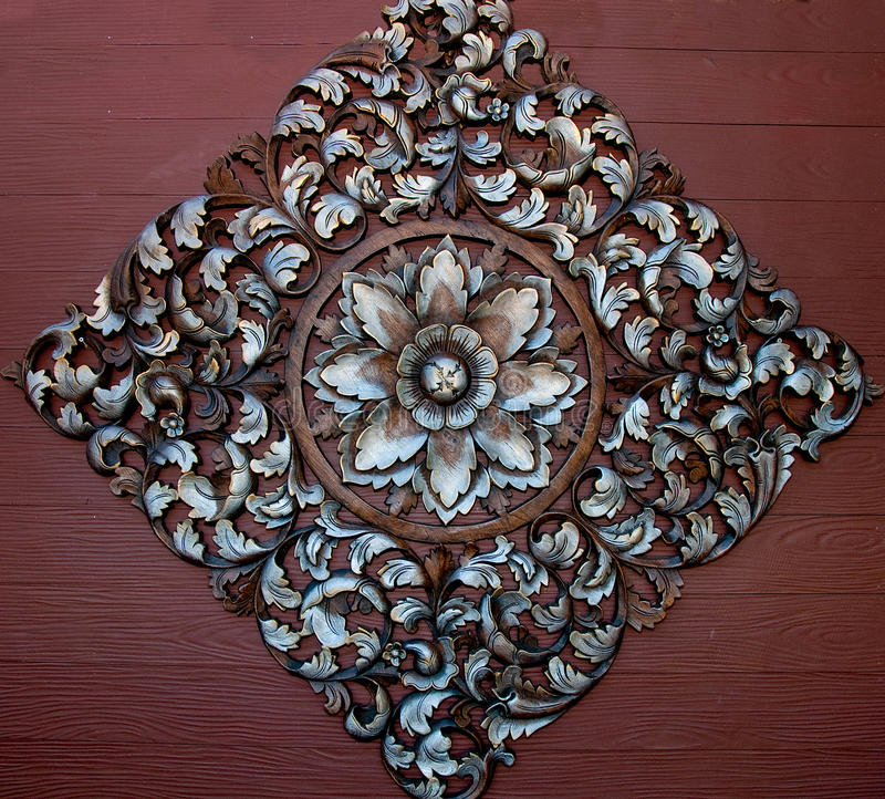 Le vieil ornement en bois de découpage de la fleur images libres de droits