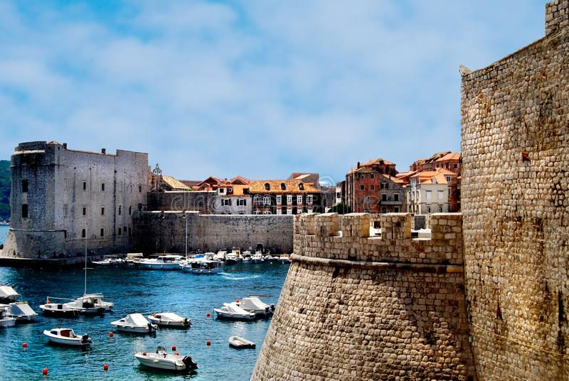 Le vieil UNESCO de château de ville de Dubrovnik photographie stock libre de droits