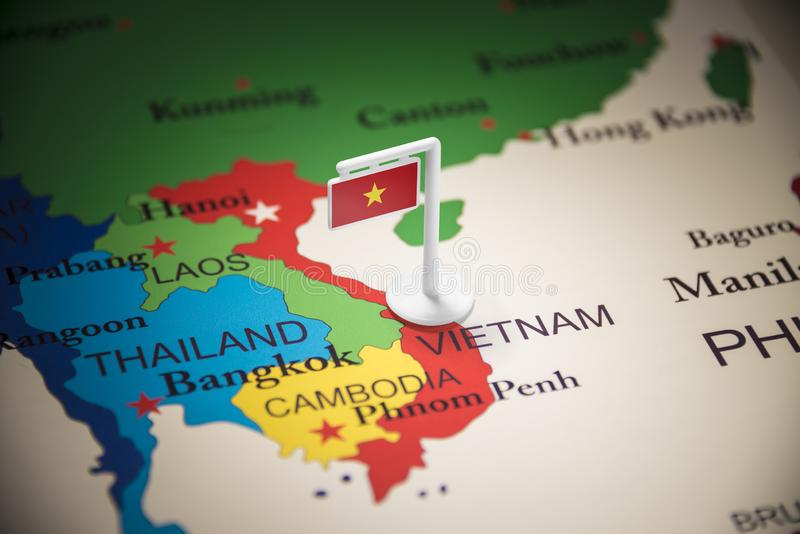 Le Vietnam a identifié par un drapeau sur la carte photos libres de droits