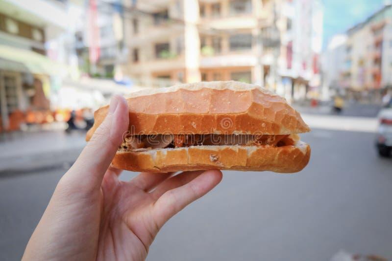 le Vietnamien de baguette serre le menu images libres de droits