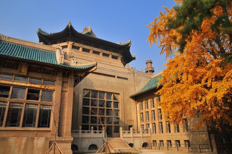 Le vieux bâtiment de la bibliothèque de l'université de Wuhan photographie stock