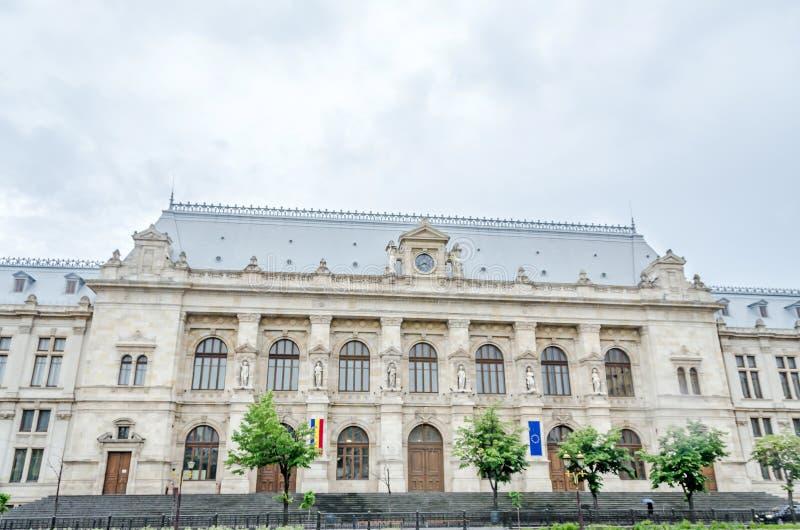 Le vieux bâtiment, tribunal de Bucarest photos stock