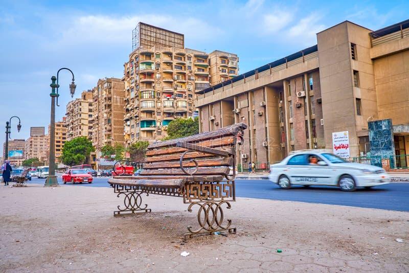 Le vieux banc sur la rue d'EL-zéro de Corniche au Caire, Egypte images stock