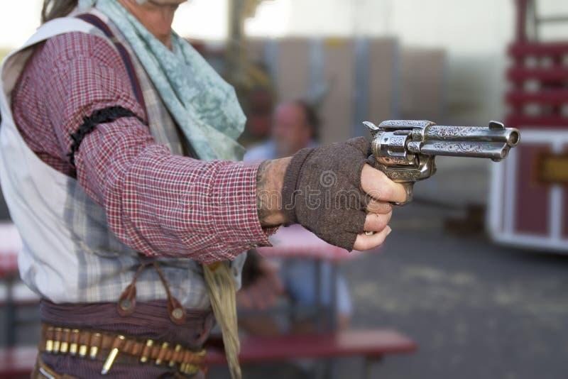 Vieux combat d'armes à feu proscrit occidental de cowboy photos stock