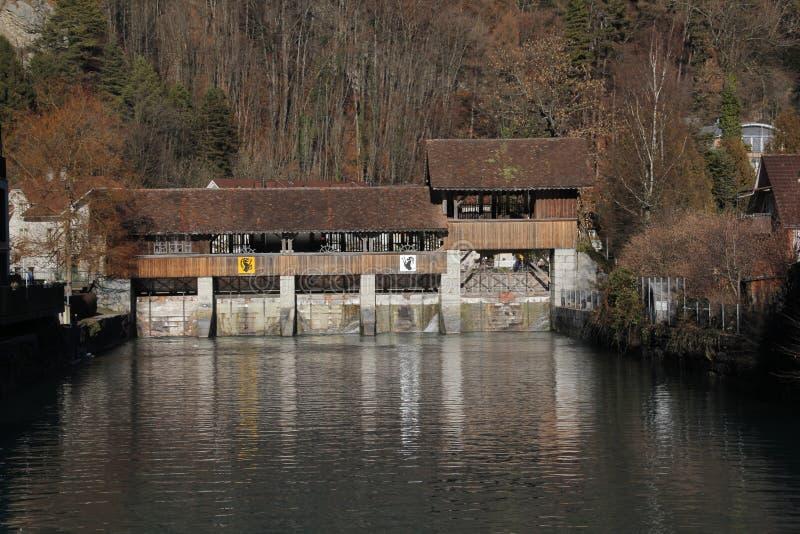 Le vieux barrage d'aare à Interlaken/unterseen image libre de droits