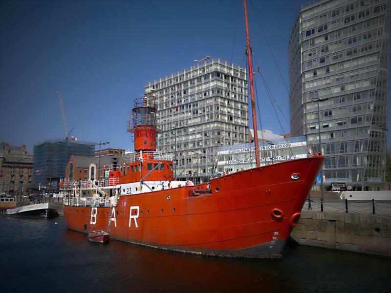 Le vieux bateau avec la barre dans Albert Dock une chose du passé et de l'histoire photo stock