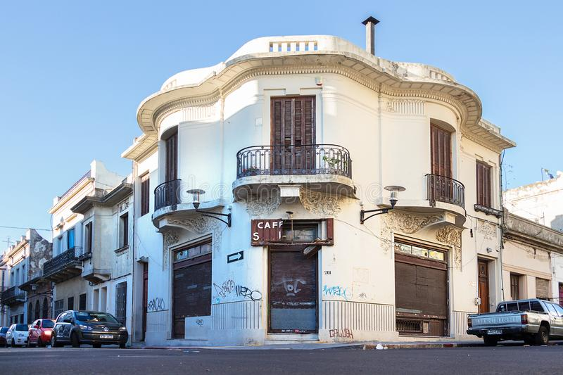 Le vieux café fermé à Montevideo, Uruguay image libre de droits
