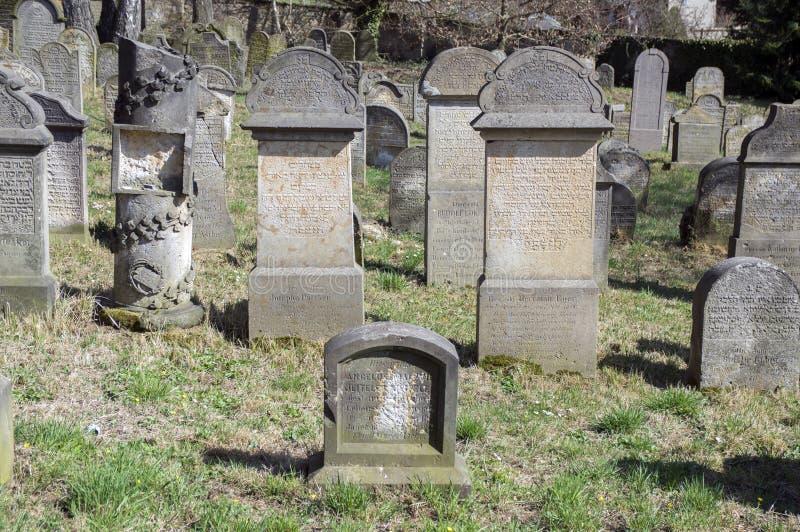 Le vieux cimetière juif dans la ville de Horice est très grand et bien conservé image libre de droits