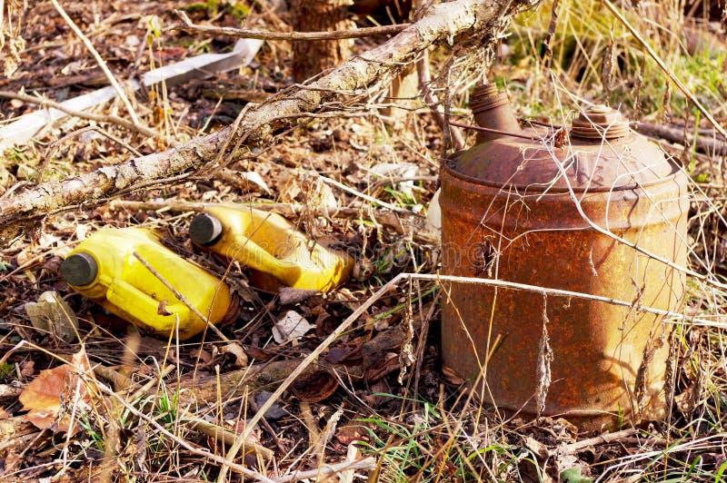 Le vieux gaz peut et des déchets photo libre de droits