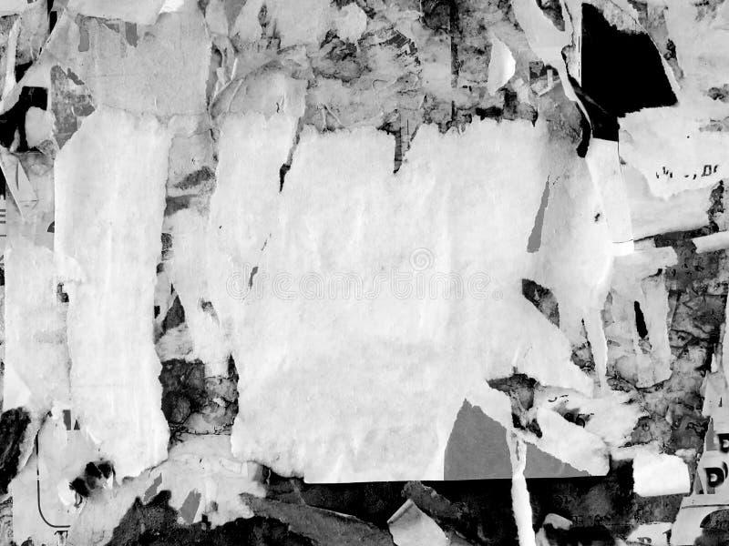 Le vieux grunge faisant de la publicité rayé de vintage mure le papier d'affiche déchiré par panneau d'affichage, vue urbaine Cru photos libres de droits