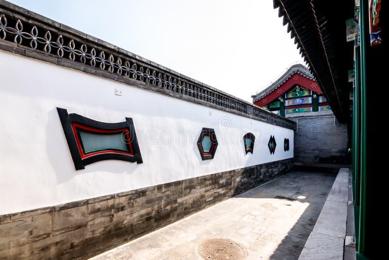 Le vieux mur chinois et bâtiment iconiques de point névralgique dans le palais d'été, Pékin photos stock