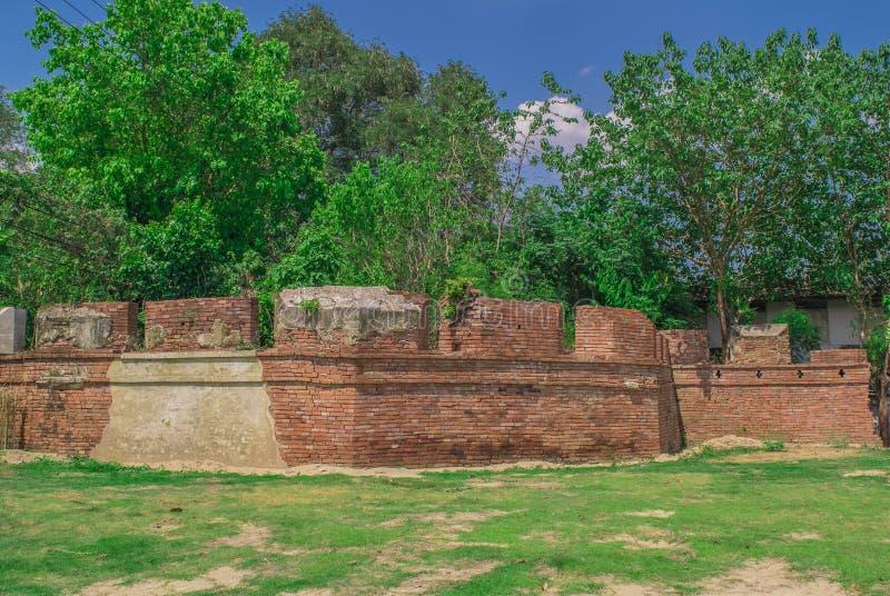 Le vieux mur de Kanchanaburi, Thaïlande images stock