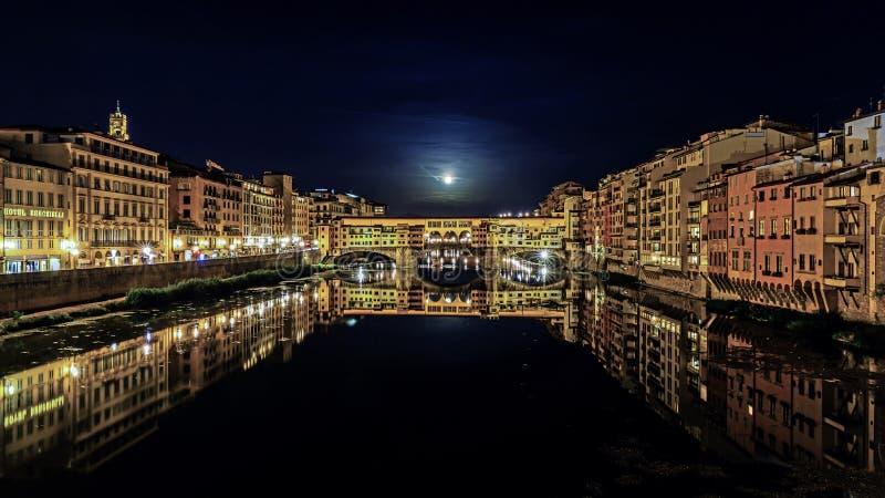 Le vieux pont de Ponte Vecchio photographie stock libre de droits