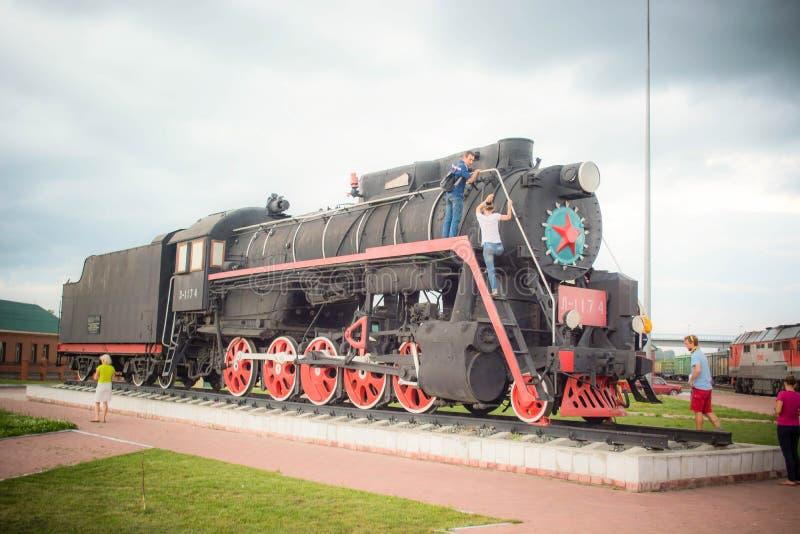 Le vieux train décore le tablier photographie stock libre de droits