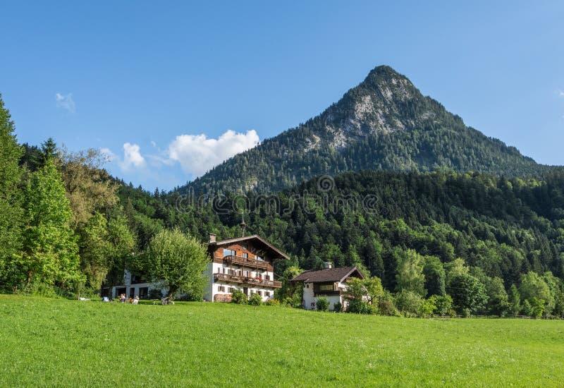 Le village dans les moutains du Tyrol, Autriche photo stock