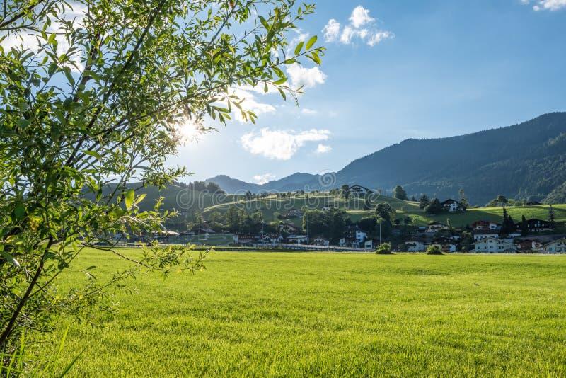 Le village dans les moutains du Tyrol, Autriche photo libre de droits