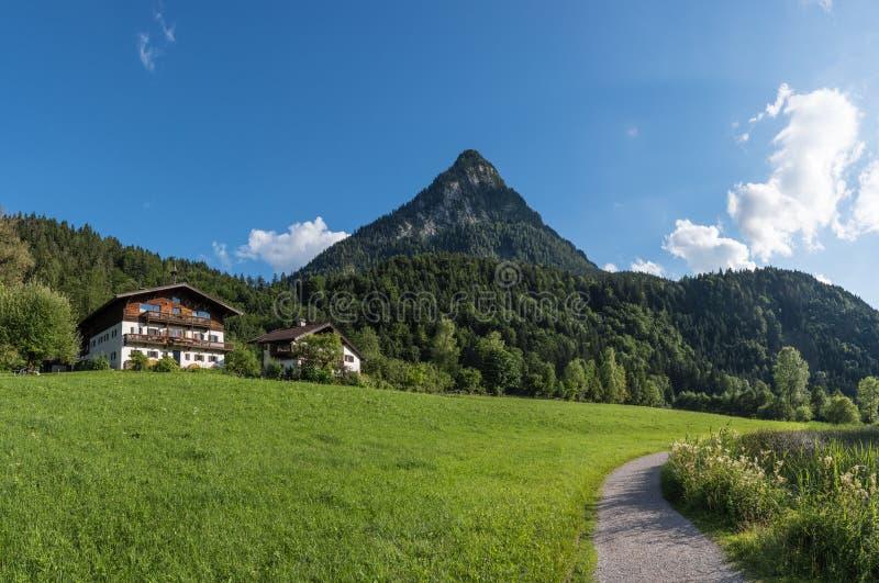 Le village dans les moutains du Tyrol, Autriche photographie stock libre de droits
