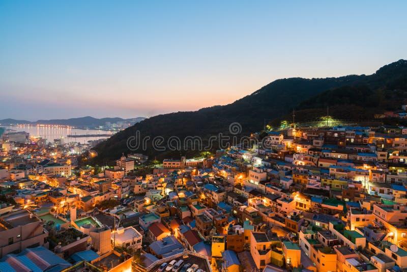 Le village de culture de Gamcheon a formé par des maisons construites dans l'escalier-FLB image stock
