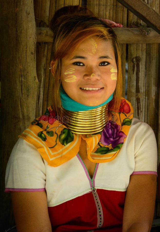Le village de femme de girafe en Chiang Mai, Thaïlande photographie stock