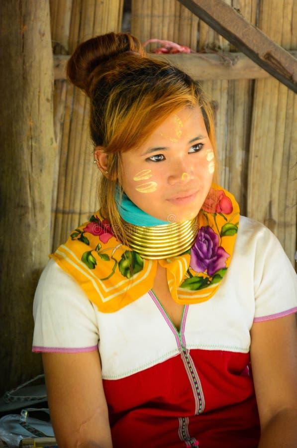 Le village de femme de girafe en Chiang Mai, Tha?lande photographie stock