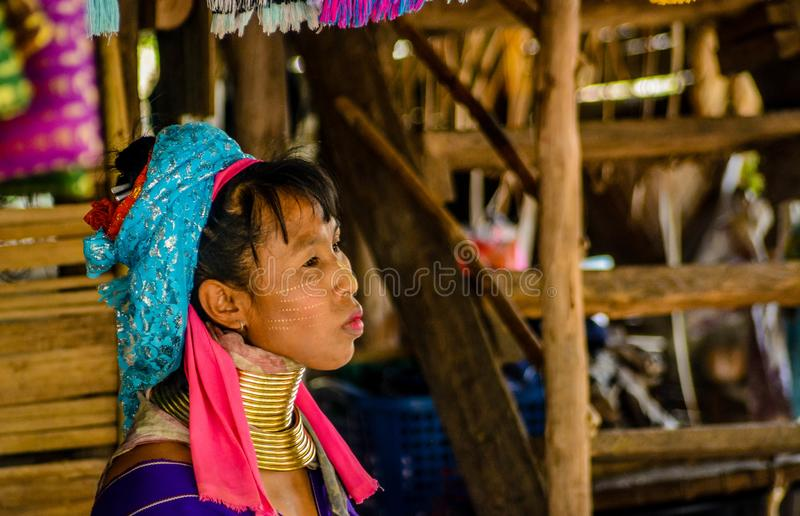 Le village de femme de girafe en Chiang Mai, Tha?lande photo libre de droits
