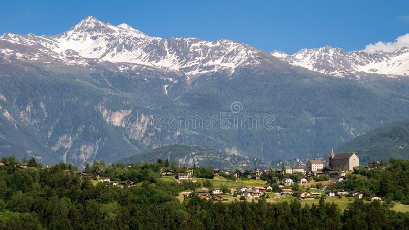 Le village de la lentille dans la vallée Valais, Suisse du Rhône photographie stock